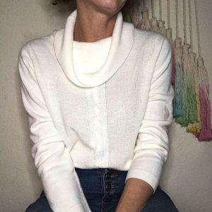 🦢Soft cream colored cowl neck sweater